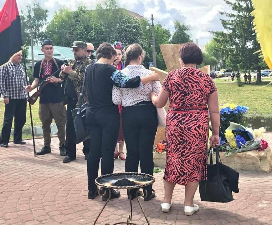 В Конотопі відкрили пам'ятний знак на честь воїнів, що віддали життя за Україну, фото-1