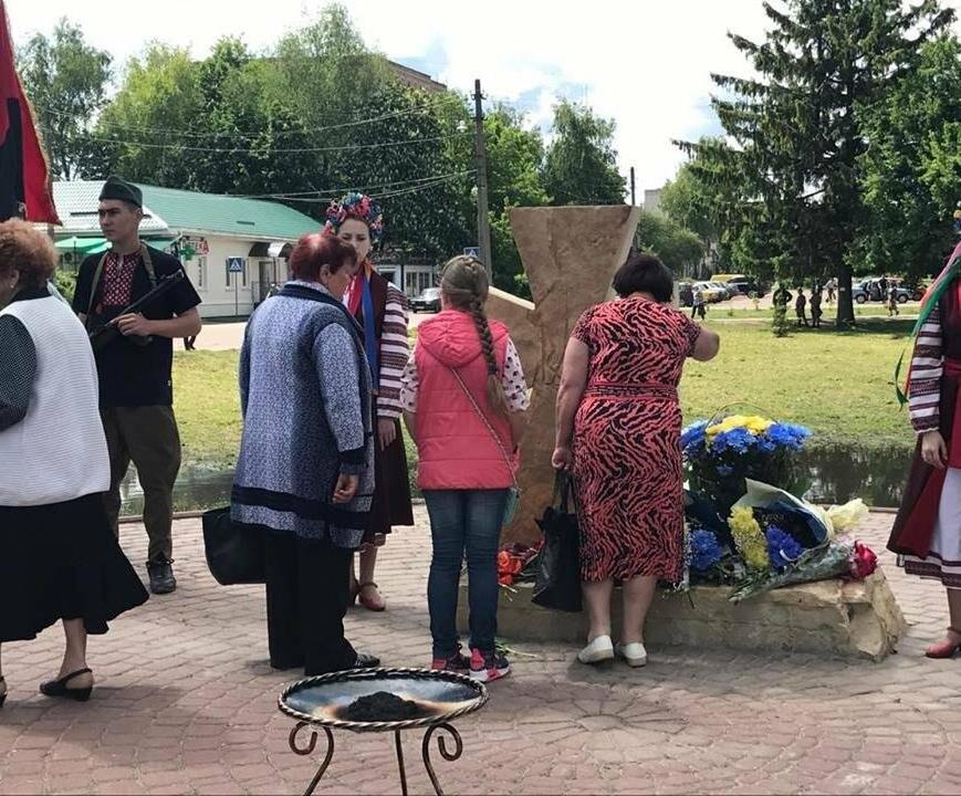 В Конотопі відкрили пам'ятний знак на честь воїнів, що віддали життя за Україну, фото-3
