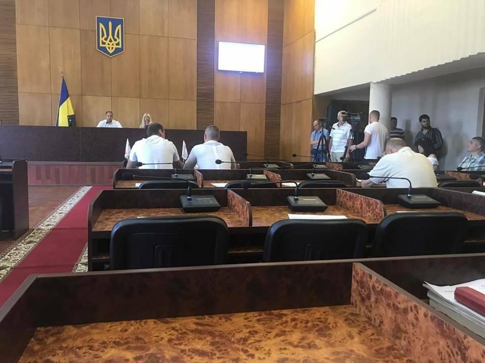 В Конотопі депутати знову проігнорували сесію міськради, фото-1