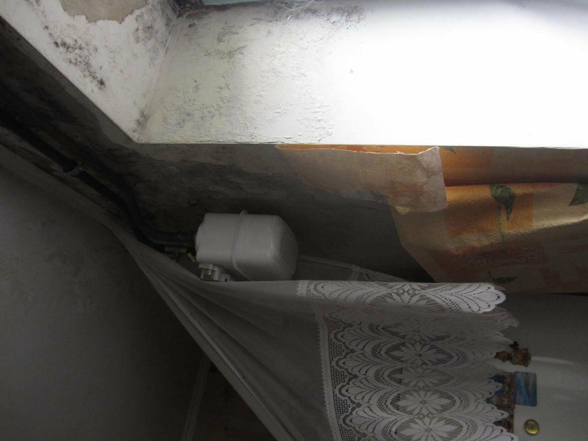У мешканців конотопської п'ятиповерхівки 8 років тече дах, фото-3