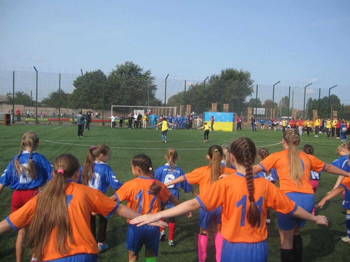 Конотопські посадовці та депутати разом з дітьми танцювали на стадіоні, фото-2