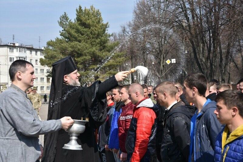 Більше сотні призовників із Сумщини пішли до армії, фото-1