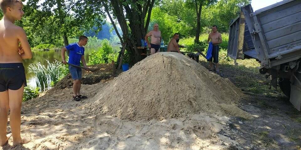На Конотопщині активісти самотужки влаштували новий пляж, фото-4