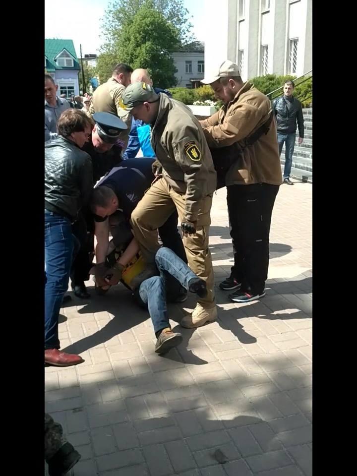 Конотопські поліціянти розшукують свідків подій 16 травня, фото-2