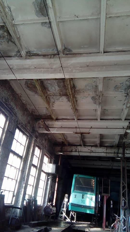 У конотопському трамвайному депо протікає стеля, фото-1