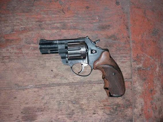 Конотопець на серванті тримав три пістолети, фото-2