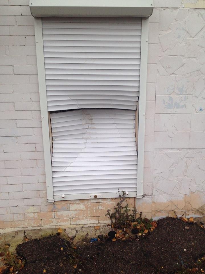 У Конотопі вандали зламали ролети центру фізичного здоров'я населення , фото-2