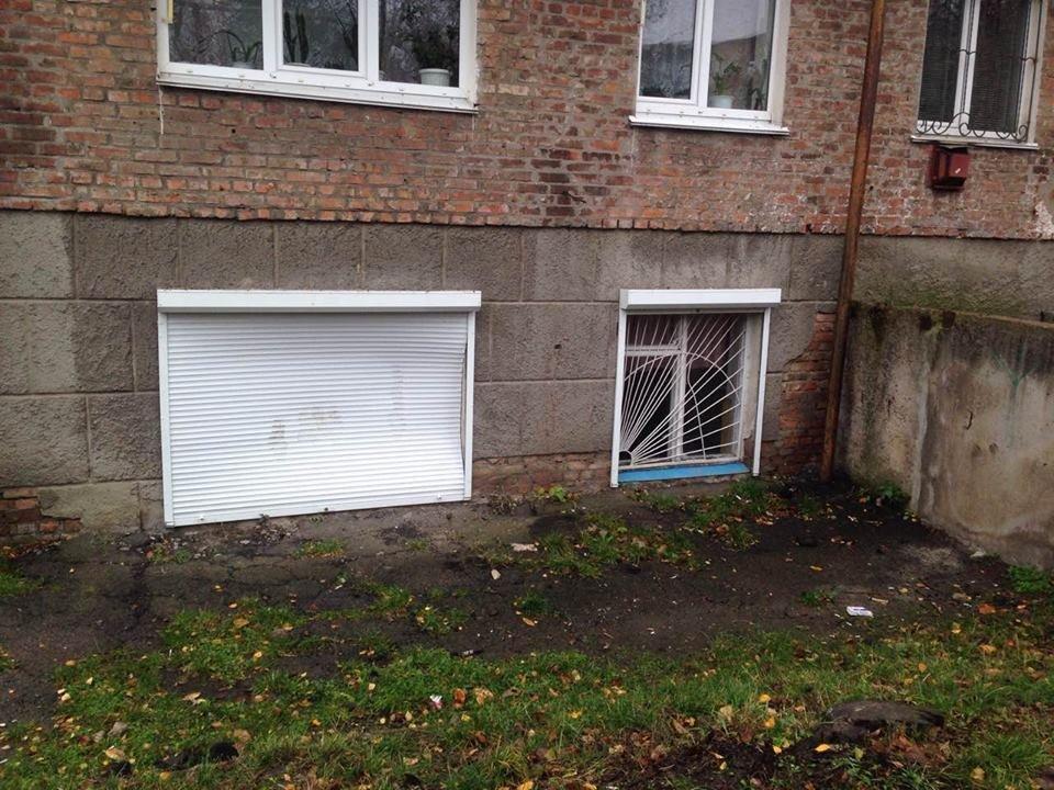У Конотопі вандали зламали ролети центру фізичного здоров'я населення , фото-3