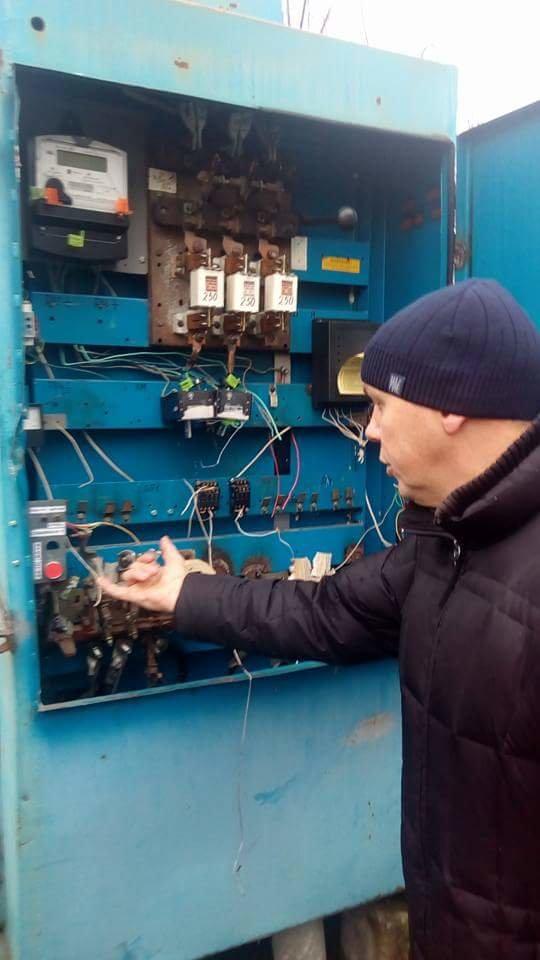 У Конотопі невідомі зламали електрощитову Водоканалу, фото-2