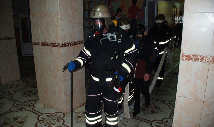 У Конотопській школі-інтернаті провели пожежно-тактичні навчання , фото-2