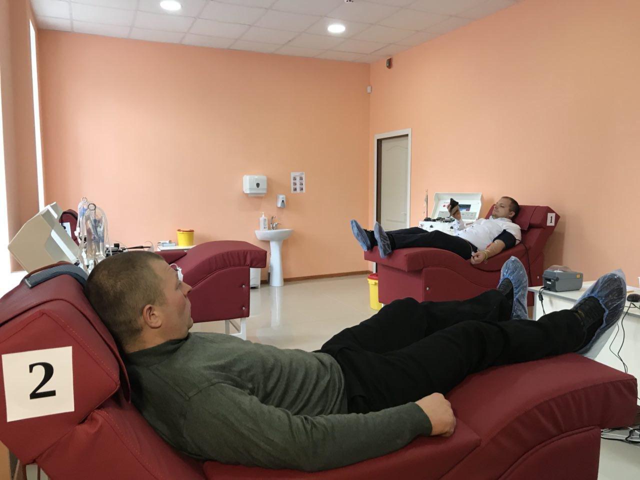 Мер міста Артем Семеніхін здав кров у новому донорському центрі, фото-1