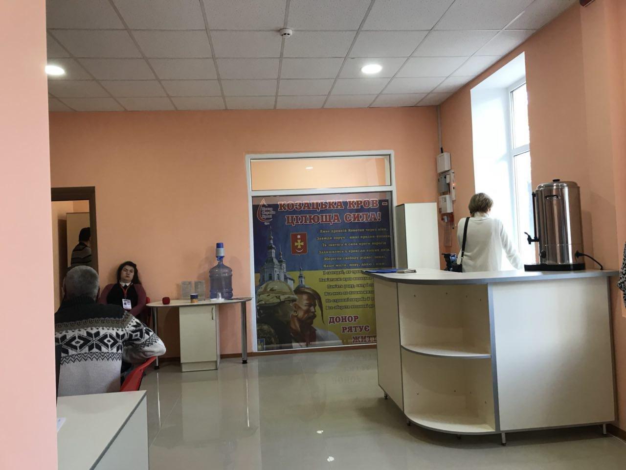 Мер міста Артем Семеніхін здав кров у новому донорському центрі, фото-3