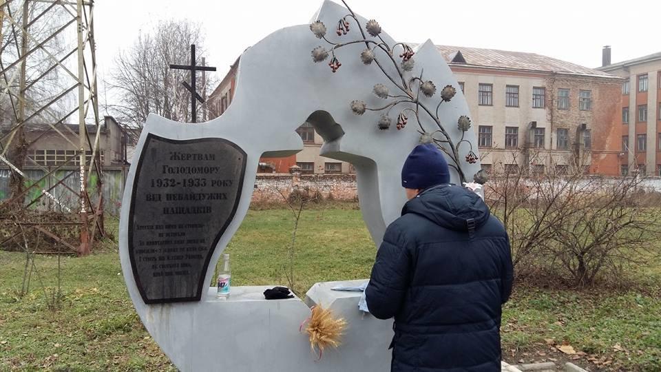 У Конотопі пам'ятник жертвам Голодомору облили невідомою речовиною, фото-3, Генадій Тарасенко