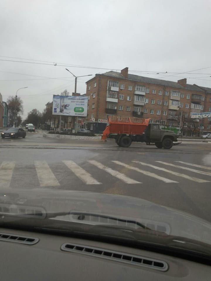 Комунальні служби попереджають конотопців про ожеледь на дорогах, фото-2