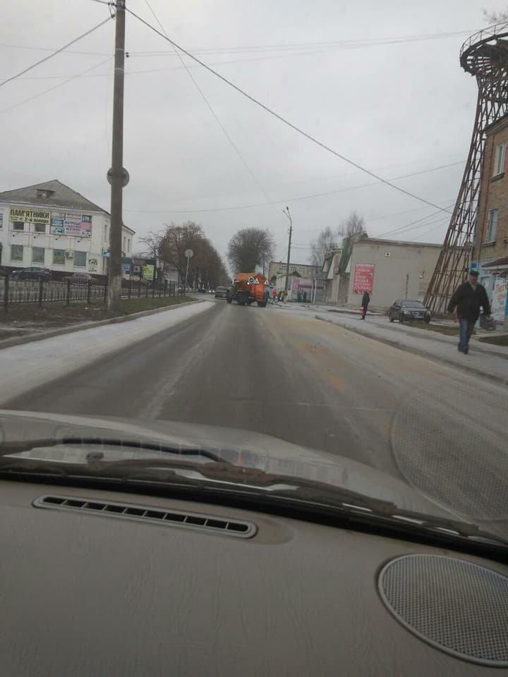 Комунальні служби попереджають конотопців про ожеледь на дорогах, фото-3