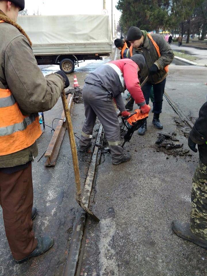 Робітники трамвайного управління ремонтували колії та готувались до зими, фото-4
