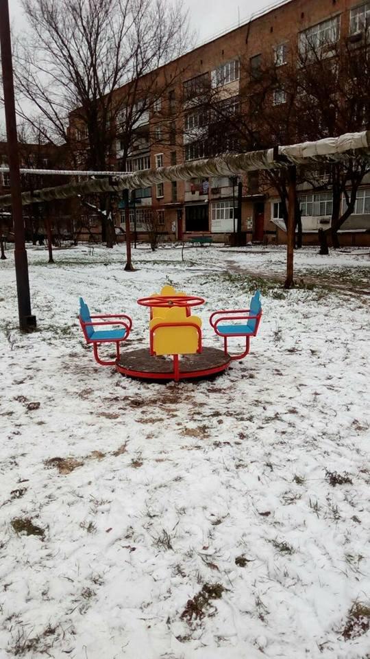 У Конотопі з'явилися нові дитячі майданчики та каруселі, фото-3