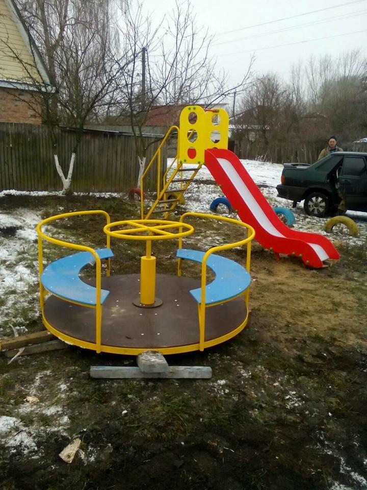 У Конотопі з'явилися нові дитячі майданчики та каруселі, фото-6