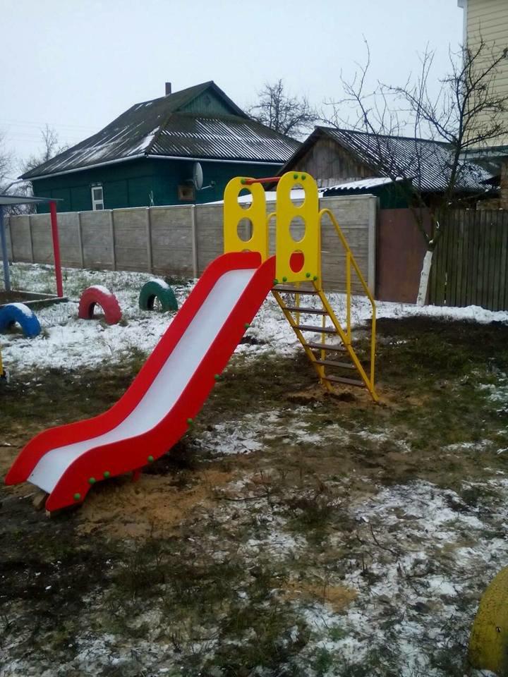 У Конотопі з'явилися нові дитячі майданчики та каруселі, фото-4