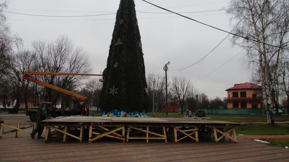 На Миколая відкриють головну ялинку Конотопа. Уже змонтували святкові вогні, фото-2