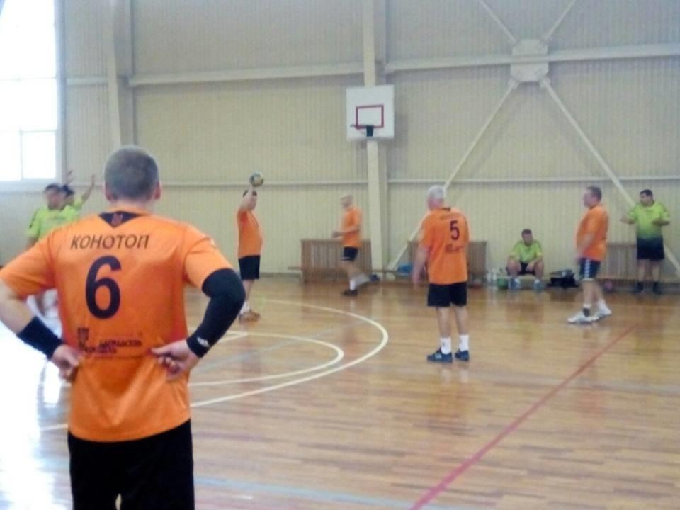 Конотопські гандболісти лідирують на відкритому чемпіонаті Сумщини, фото-1
