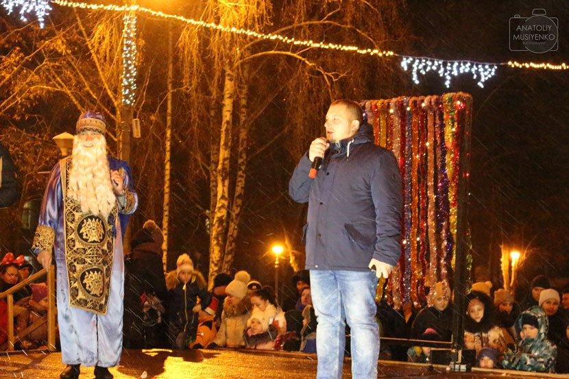 Міський голова разом із малечею відкрив головну ялинку Конотопа, фото-8, Фото: Анатолій Мусієнко