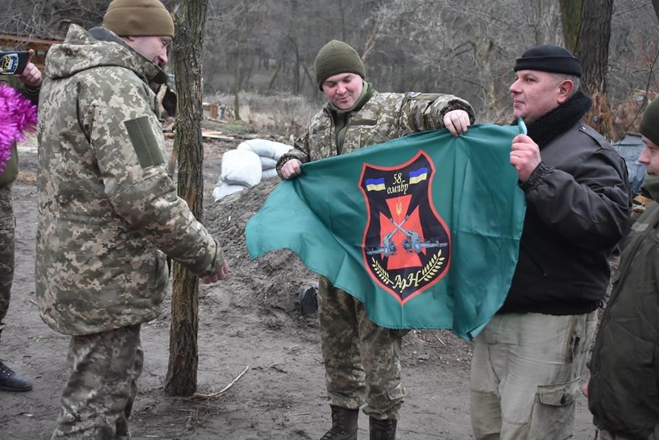 Воїнів конотопської 58-ї бригади на передовій вітали Дід Мороз та Снігуронька, фото-5