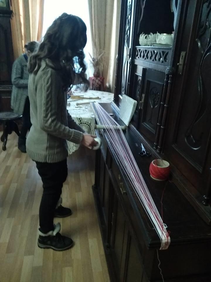 Конотопцям провели  майстер-клас з ручного браного ткацтва, фото-1