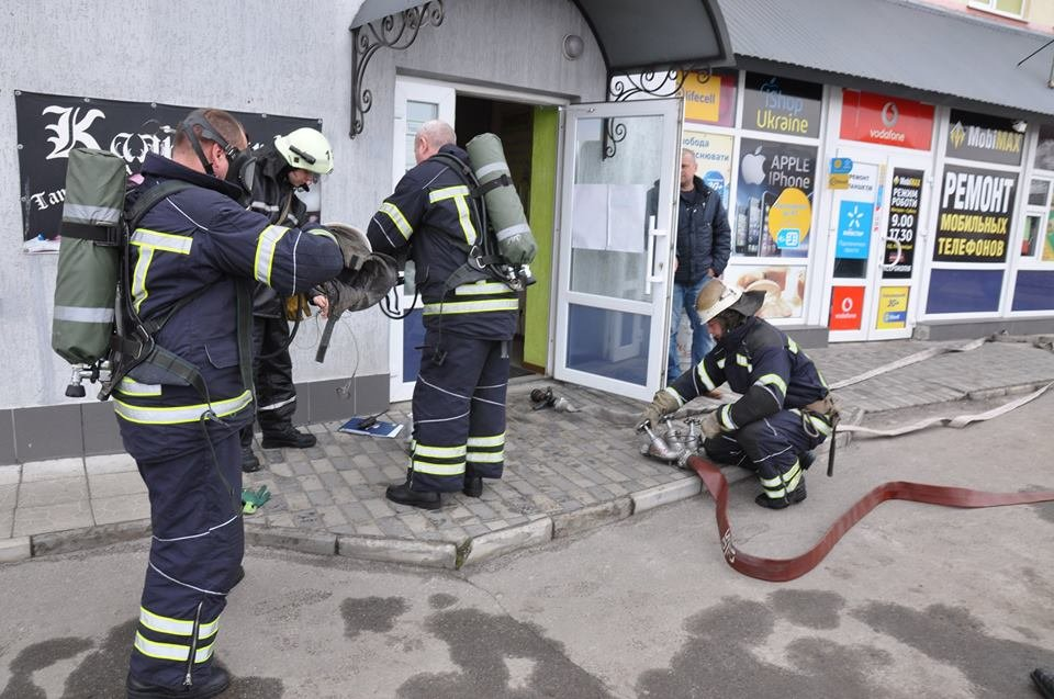 У Конотопі провели пожежні навчання в торгівельному центрі, фото-3
