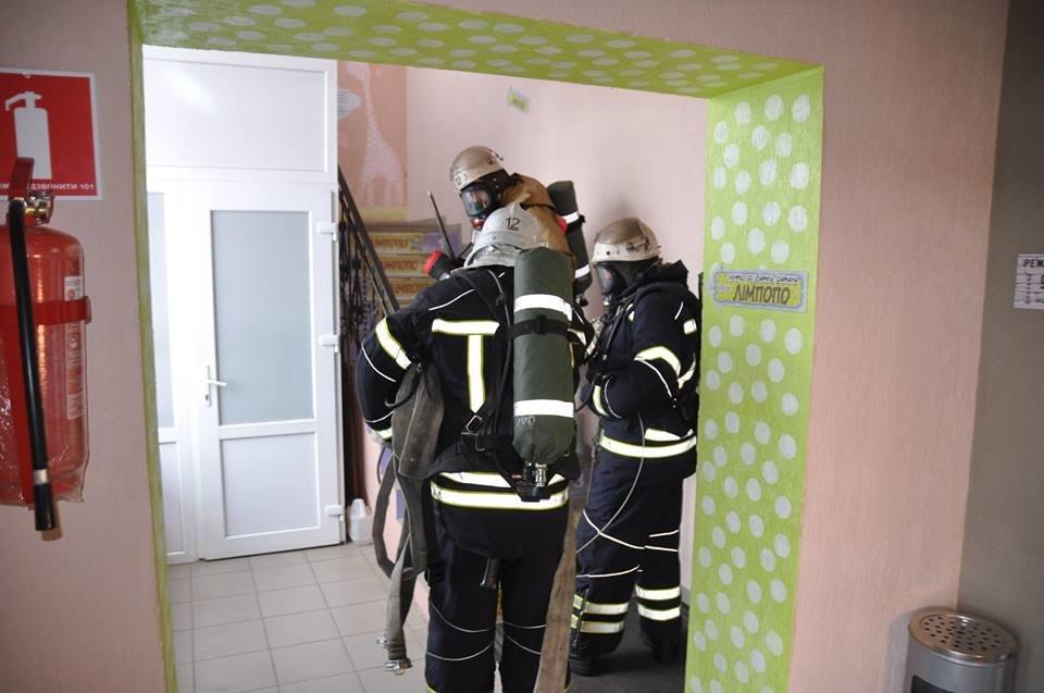 У Конотопі провели пожежні навчання в торгівельному центрі, фото-5