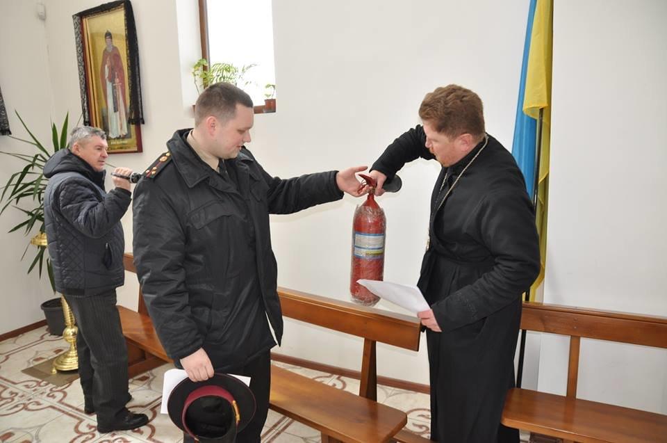 Конотопським священикам пожежники розповіли, як поводитись з вогнем під час богослужіння, фото-1