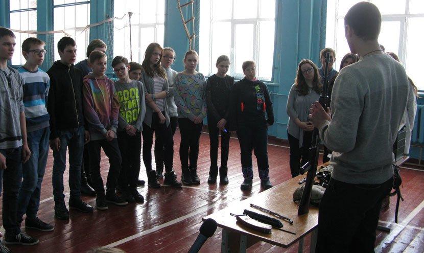 Конотопських дітей навчають поводитися зі зброєю, фото-3