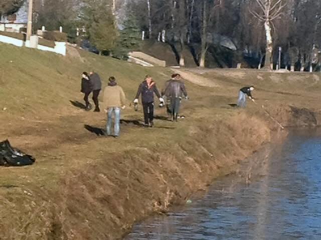 Конотопські рибалки прибрали водойму біля Меморіалу Слави, фото-2