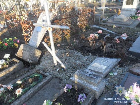 У Конотопі вандал пошкодив 14 пам'ятників на кладовищі, фото-3