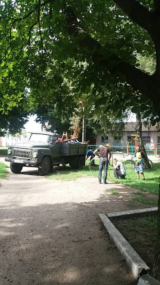 """У Конотопі ремонтують освітлення в парку """"Юність"""", фото-1"""