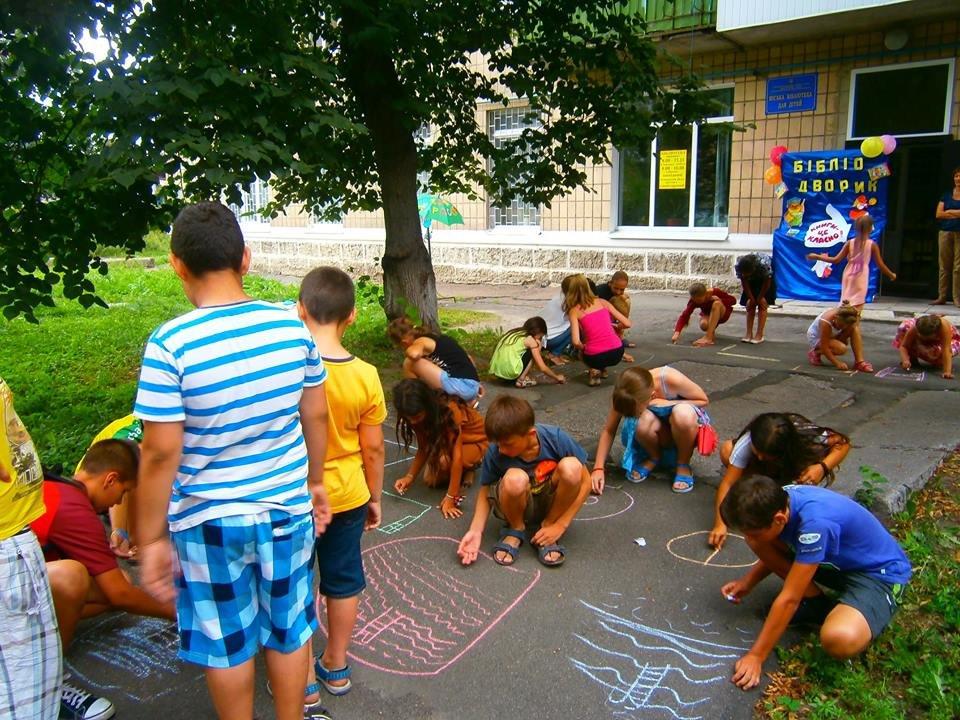 Конотопські бібліотекарі влаштували розваги для дітей, фото-2