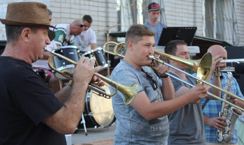 На річниці ОСББ у Конотопі виступав гурт «Dagger» з 58 ОМПБр, фото-1