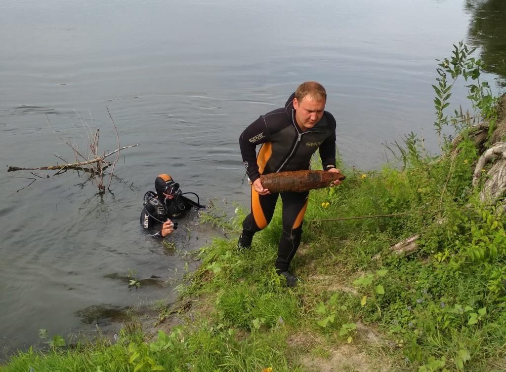 На Конотопщині з дна річки підняли 27 боєприпасів, фото-2