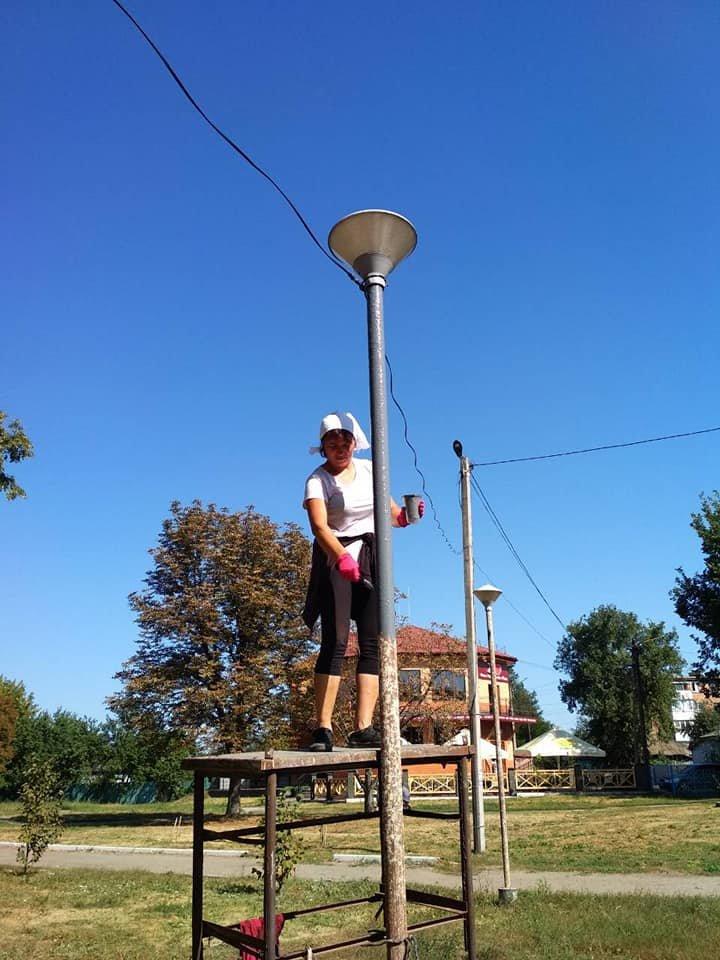 У Конотопі продовжують ремонтувати освітлення в центральному парку, фото-2