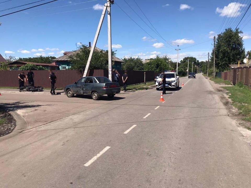 У Конотопі 14-річний підліток-мотоцикліст зіткнувся з авто, фото-1