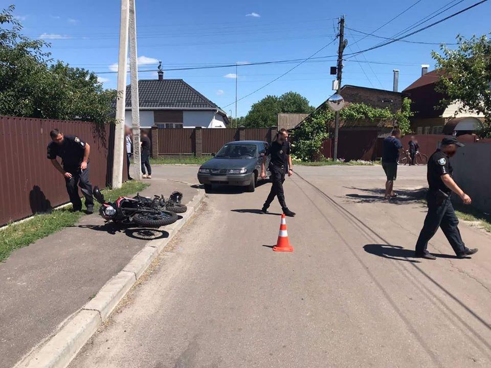 У Конотопі 14-річний підліток-мотоцикліст зіткнувся з авто, фото-3