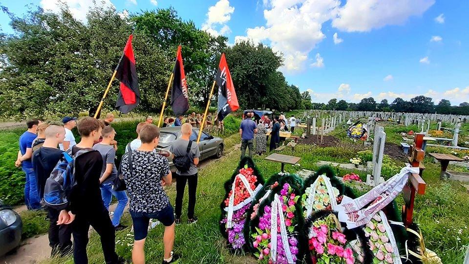 """Конотоп попрощався з бійцем """"Правого сектору"""" Юрієм Чукреєвим, фото-2"""