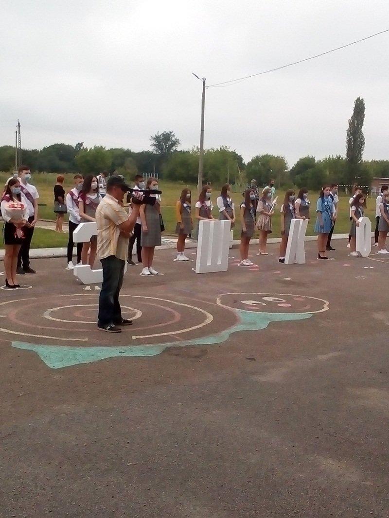 Конотопських випускників привітали з закінченням навчання, фото-1