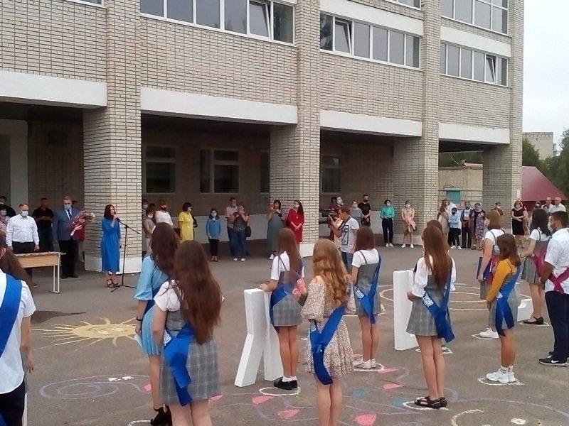 Конотопських випускників привітали з закінченням навчання, фото-2