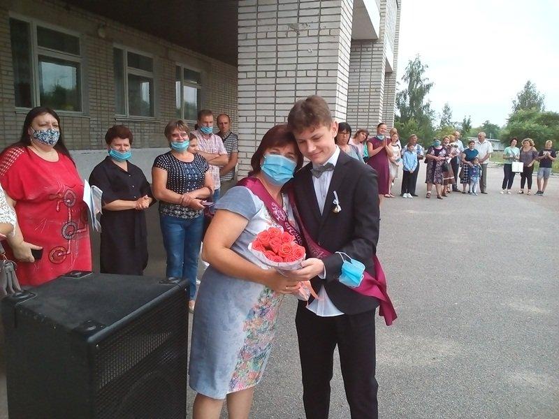 Конотопських випускників привітали з закінченням навчання, фото-6