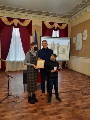 У Конотопі посмертно нагородили бійця Дмитра Волонтирця , фото-3