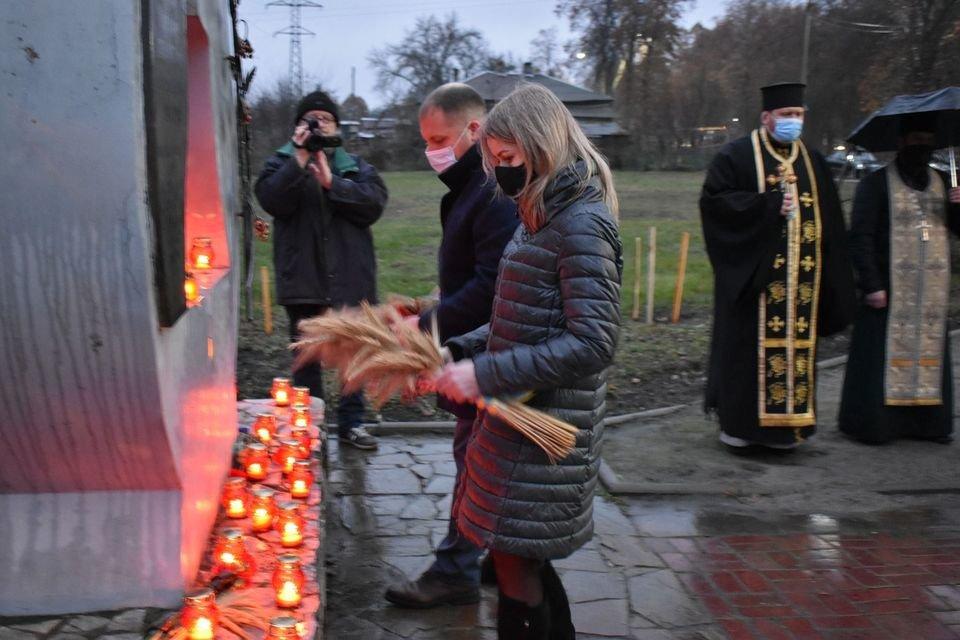 У Конотопі вшанували трагічну річницю Голодомору+ФОТО, ВІДЕО, фото-4