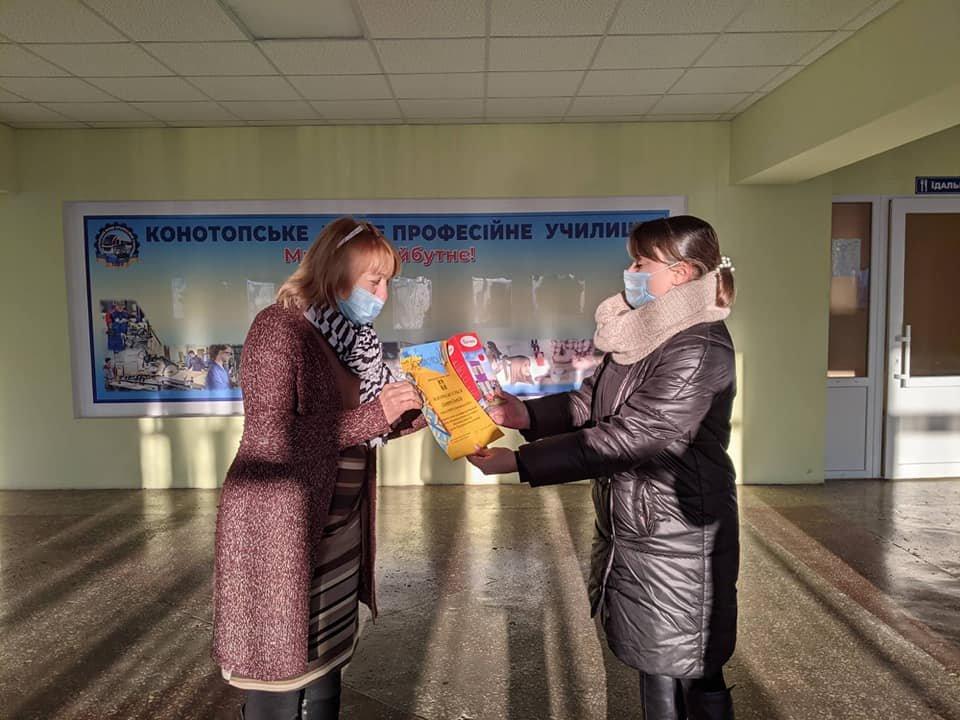 У Конотопі нагороджували учнів та студентів, які займаються волонтерством, фото-1