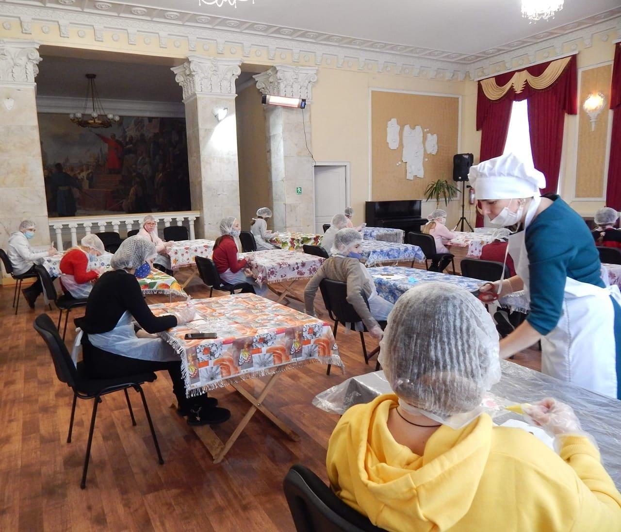 У Конотопі провели майстер-клас з розпису пряників, фото-2