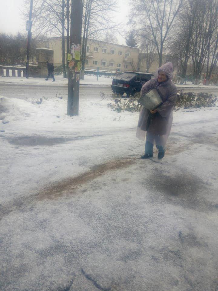 Конотопські дороги перетворилися на ковзанку, фото-4